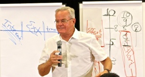 Pastor Bill Hybels (cortesía de IEVI)