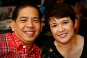 Menchit Wong junto a su esposo Rico