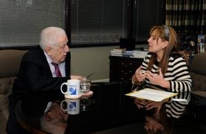Cecilia Yépez durante la entrevista con el Dr. Haggai